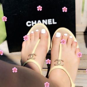 Chanel✨39C thong strappy CC patent leather sandals